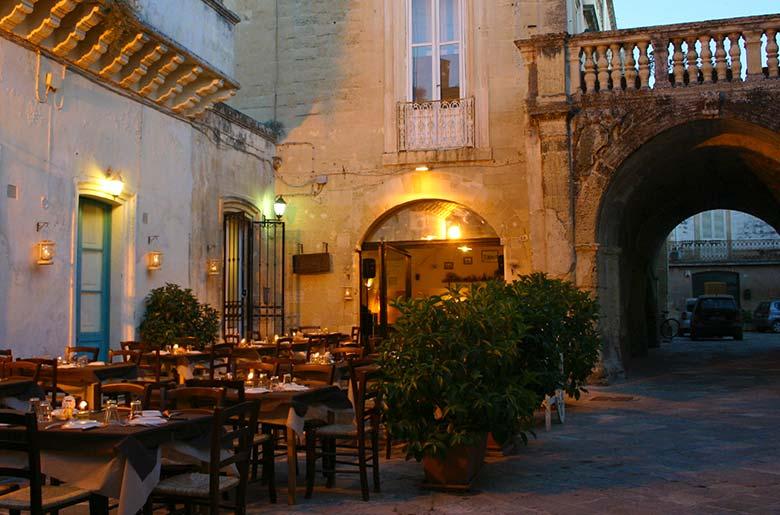 Ristorante locanda arcu te pratu ristorante tipico a lecce con tavoli all 39 aperto - Ristorante con tavoli all aperto roma ...
